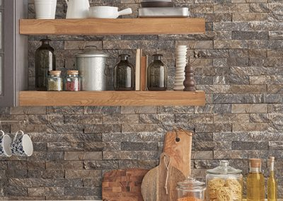Kitchen counter with slate tiles in grey and warm browns wallpaper
